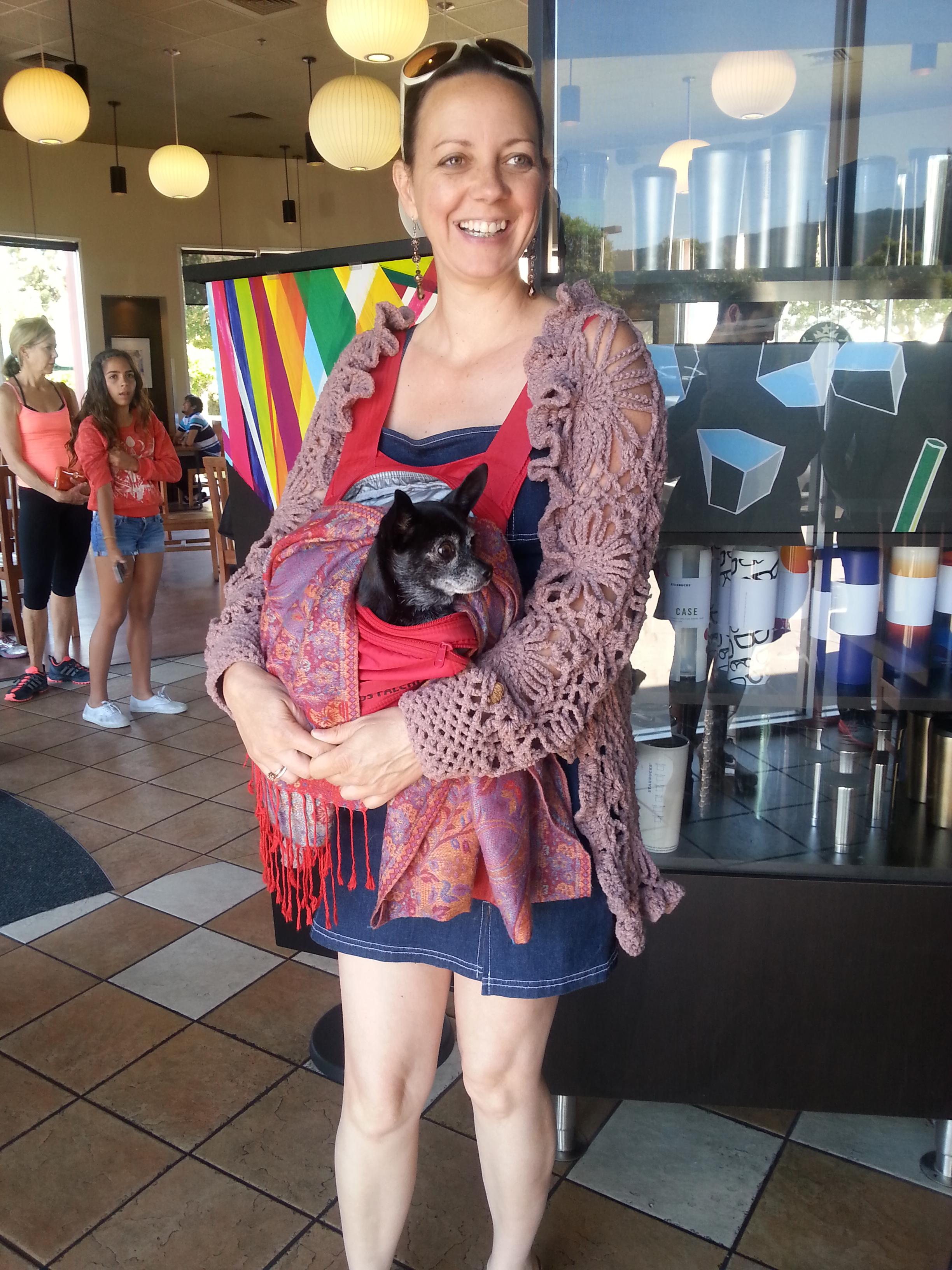 Patricia carregando Maria Ramos que fez questao de participar desse Cafe ;)